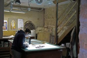 Les ateliers de restauration VerreJade, Vitrail, table éclairante, peinture sur verre
